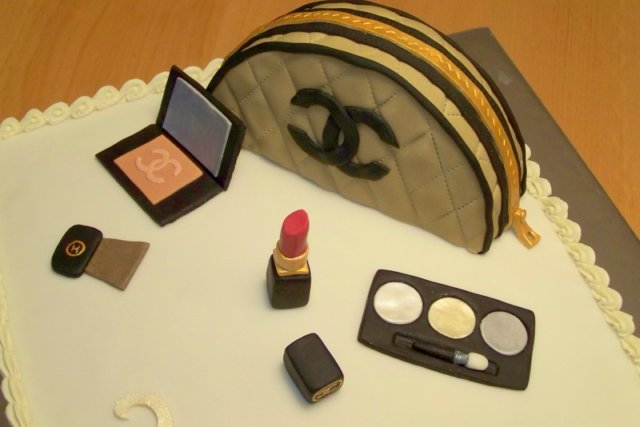 close-up Chanel make-up taart voor Charlaine